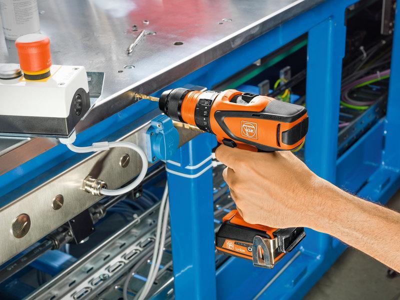 Akumulátorový vŕtací skrutkovač 4-stupňový ASCM 12 QC